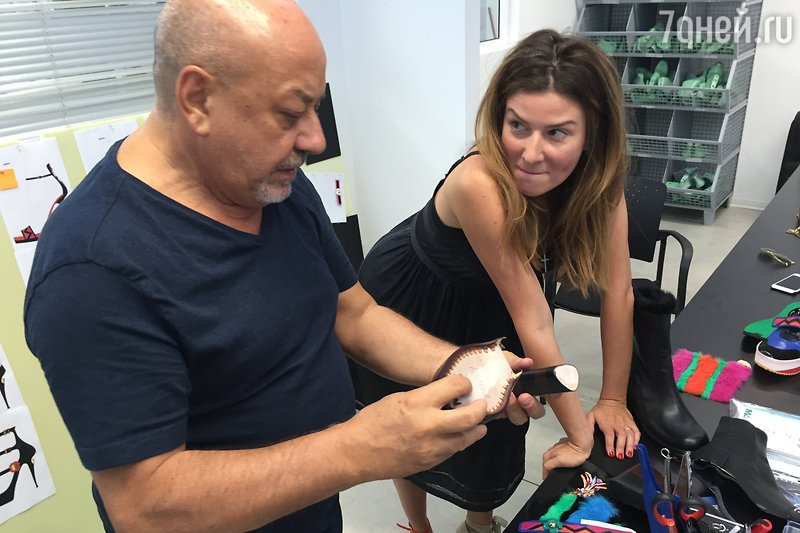 Жанна Бадоева запускает обув…