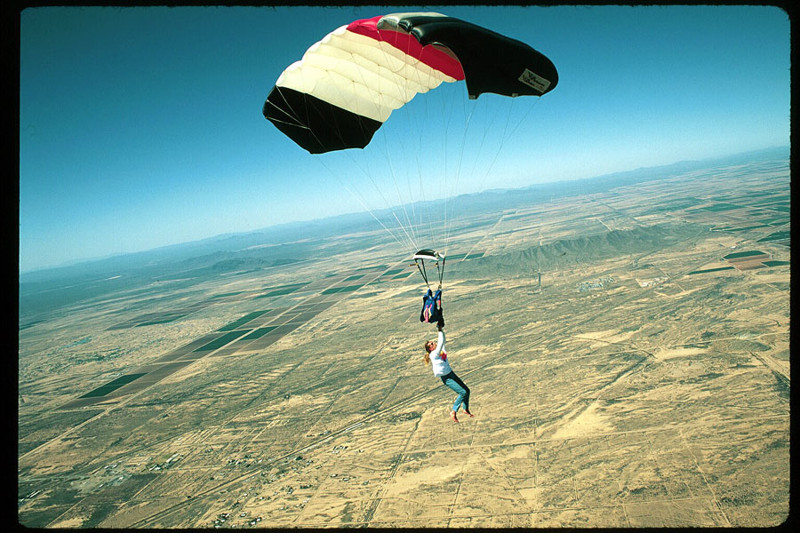 Картинки прыжок с парашютом прикол