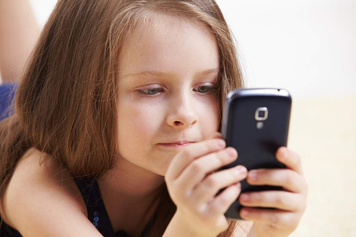 Несколько причин не давать телефон в руки детям до 12 лет. Всем родителям стоит прочитать