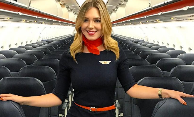 Стюардесса показала как убрать плохой запах: в самолетах используют кофе