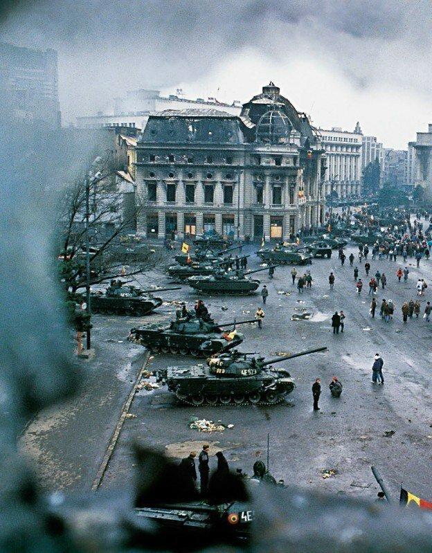 20. Танки на улицах Бухареста во время румынской революции 1989 года архив, исторические фото, фото, фото из прошлого