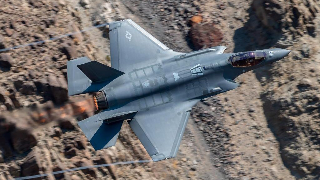 Фиаско Пентагона: F-35 проиграл Су-57, не выехав из ангара