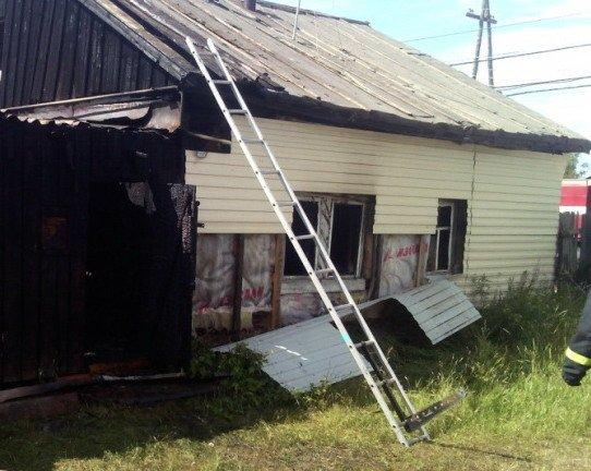 Пожарным не удалось спасти запертых дома детей в Якутии