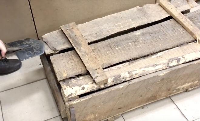 Вскрываем старый оружейный ящик: он лежал на складе 30 лет Идеи