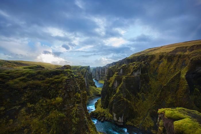 Каньон Fjaðrárgljúfur в Исландии исландия