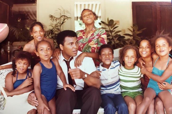 14 знаменитостей, которые оказались многодетными родителями, а мы и не знали об этом воспитание