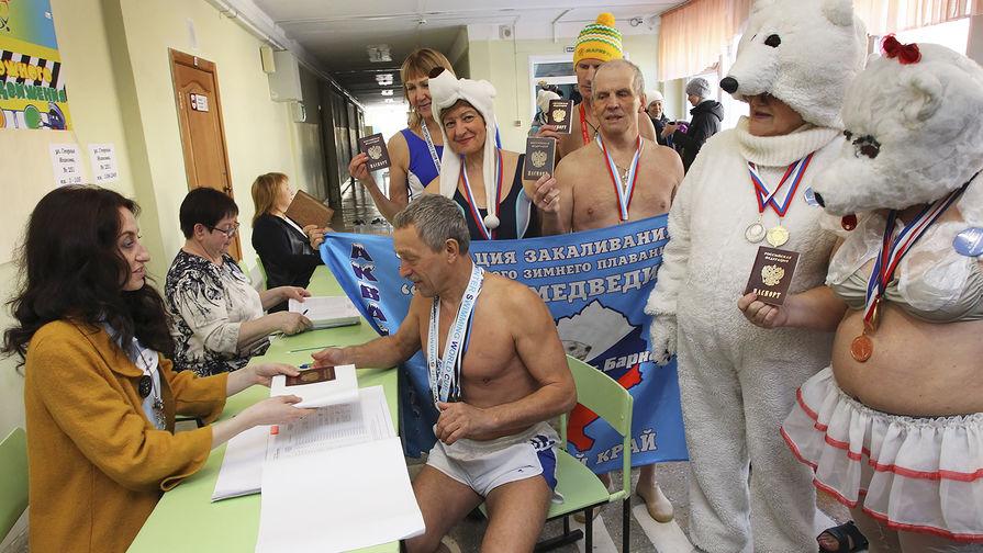 Медведи, олени и собаки: самые странные фото c выборов президента России