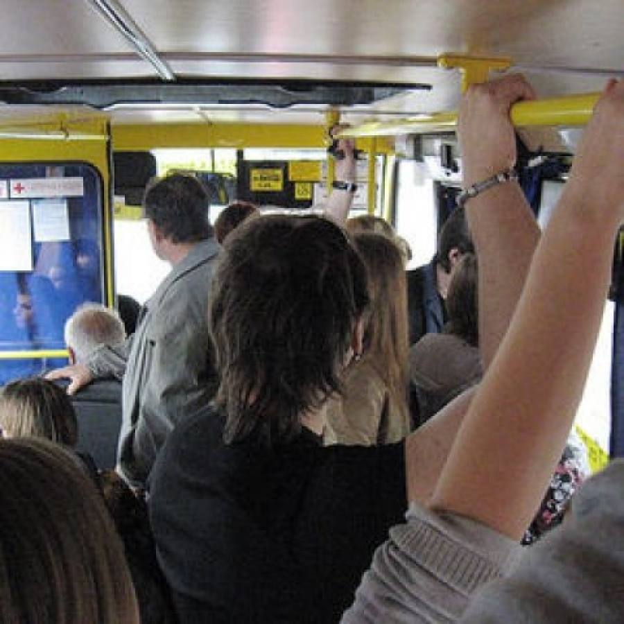 Уступать ли места в автобусах