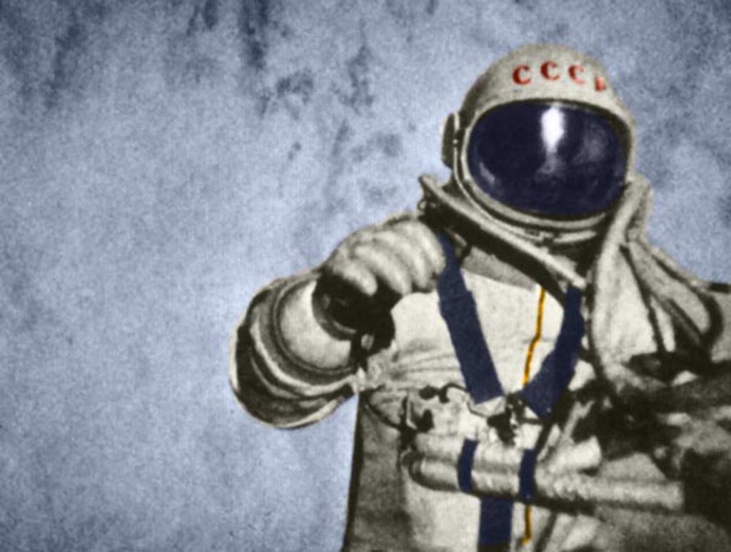 5 нештатных ситуаций, сопровождавших первый выход человека в открытый космос