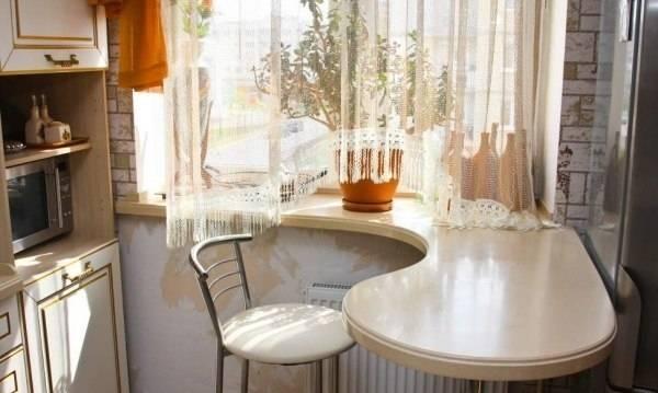 Барная стойка на подоконнике - фото в интерьере кухни