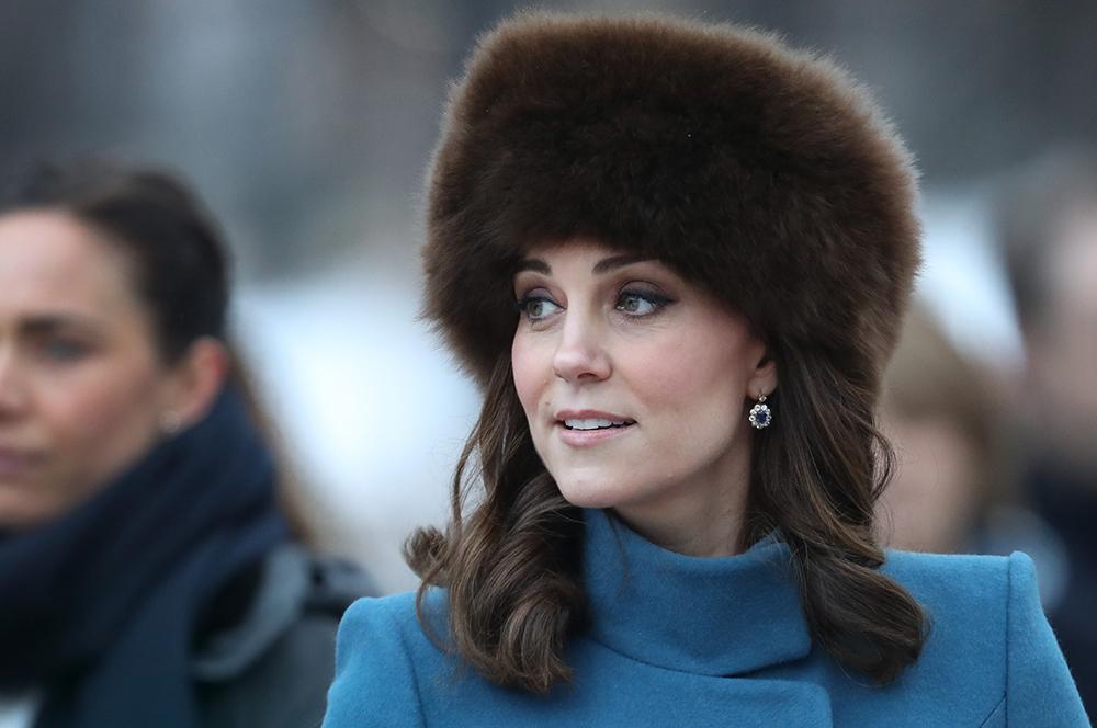 Кейт Миддлтон в пушистой шап…