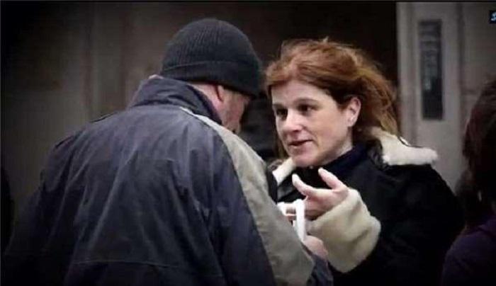 Она хотела накормить бездомного: добродушная женщина отдала свою пиццу, не понимая, что перед ней стоит голливудская звезда