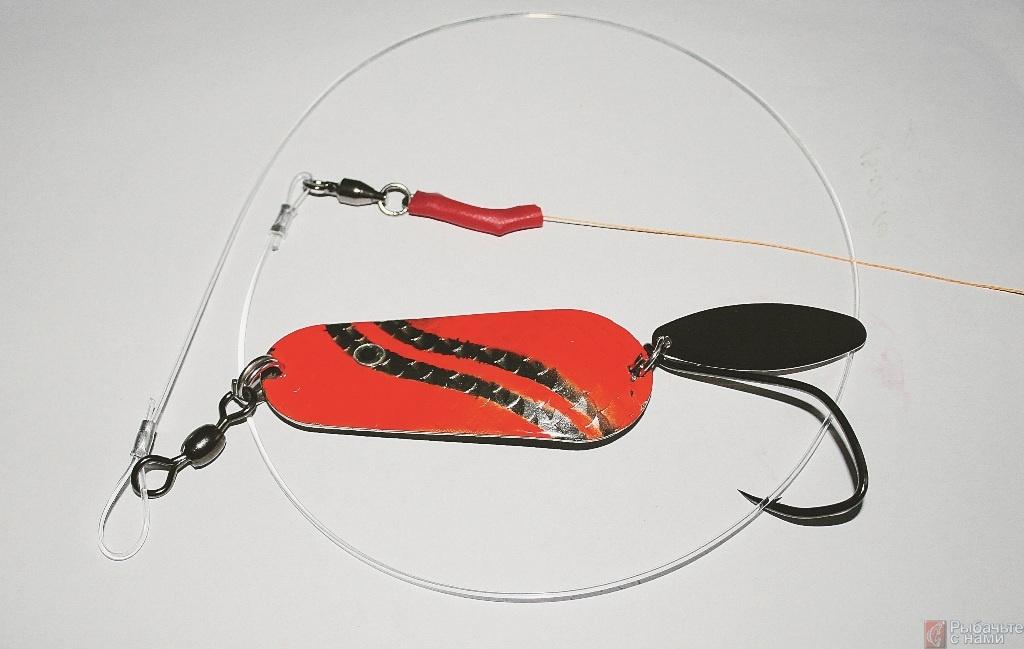 Теперь поводок для ловли сома и усовершенствованная колеблющаяся блесна готовы для использования.