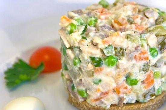 Салат из отварной свинины: быстрые и простые рецепты