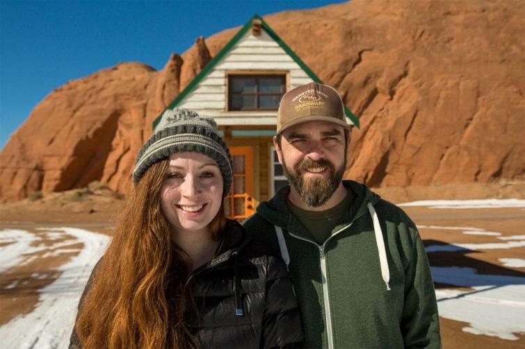 Пара путешествует по стране в удивительно уютном крошечном доме на колесах площадью всего 12 кв.м.