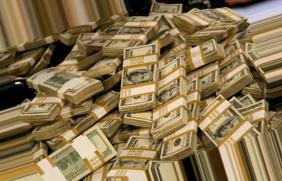 Сколько денег завезли на под…