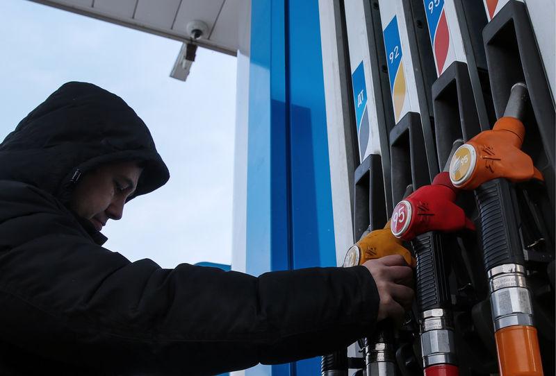 В следующем году цены на бензин могут подскочить на полтора рубля за литр