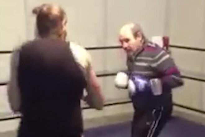 Самоуверенный боксер посчитал пенсионера легким противником, но жестоко ошибся