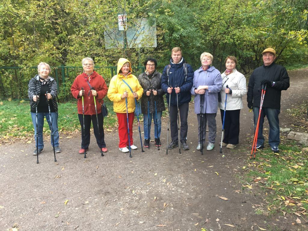 Пенсионеров из Ярославского научат шагать по-скандинавски