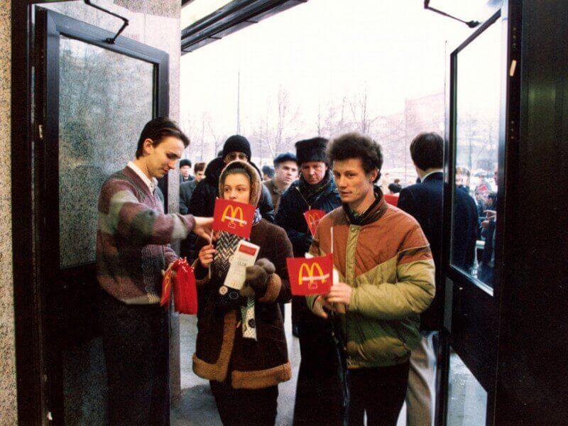 СССР. Очереди за «сладкой жизнью» очередь, советские, очереди, граждане, сладкой, граждан, несколько, советских, западной, гигантская, когда, несмотря, время, странам, диковинные, ненависть, разжигаемую, первый, которая, января