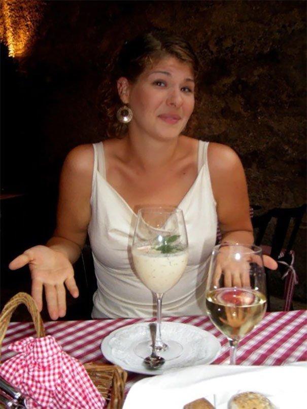 18. Суп в винном бокале блюдо, еда, идея, оригинальность, подача, ресторан, сервировка, странность