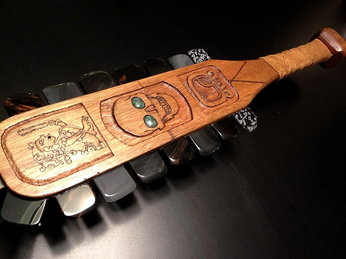 Мощнейшее оружие ацтеков создавалось с использованием обсидиана. /Фото: adsl.kirov.ru