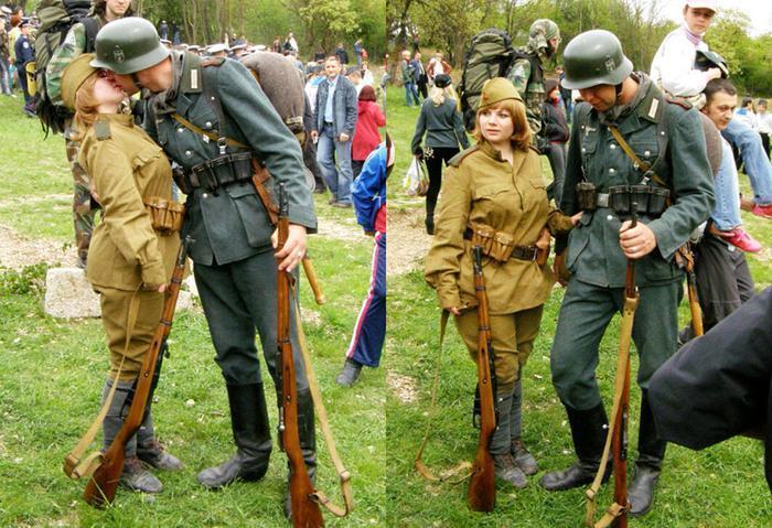 На Западе верят, что на этом фото целуются немецкий солдат и красноармейка на параде в 1939-м. А что на самом деле? геополитика