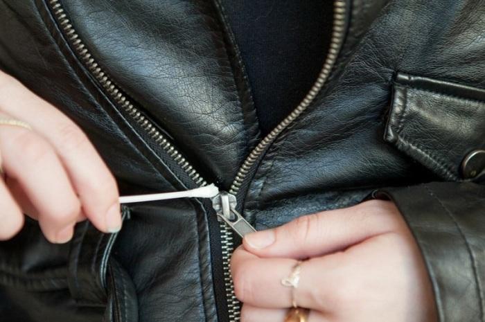 Заевшую молнию можно смазать маслом. /Фото: thinkdifferentnetwork.com