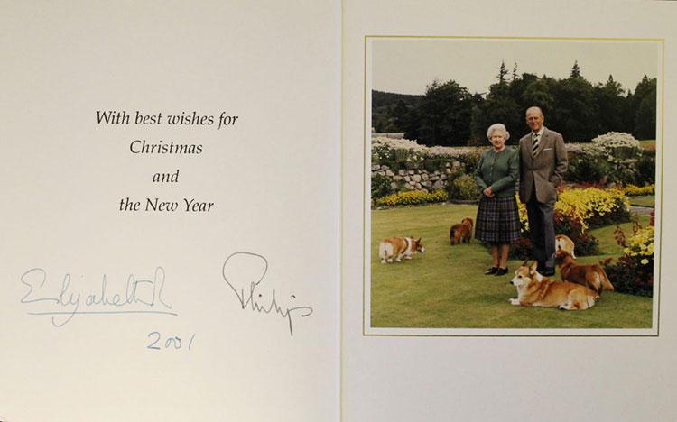 Как Елизавета II поздравляла своих сотрудников с Рождеством: в сети появились открытки королевской семьи за 20 лет Монархи,Британские монархи