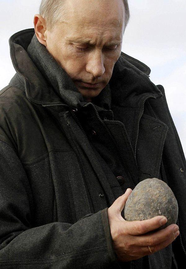 Как Путину удаётся всеми управлять?