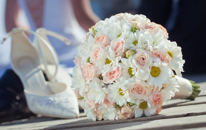Избиение жениха, оплёвывание невесты и другие свадебные странности со всего мира