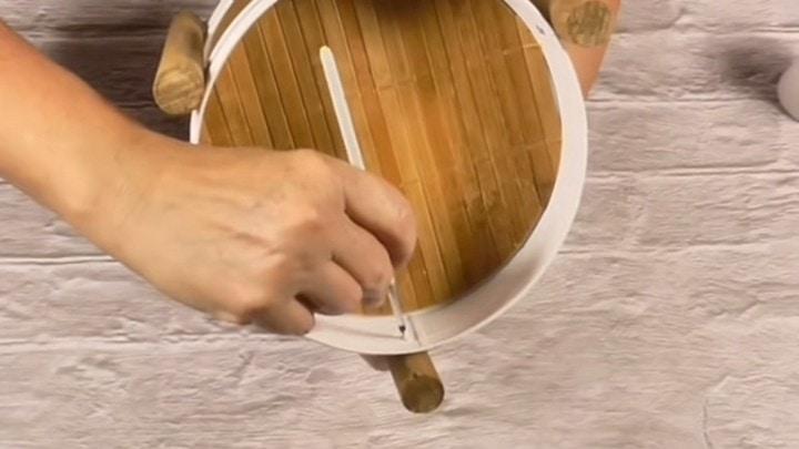 Как превратить жестяные банки из-под печенья в предмет мебели банки, можно, поверхность, слоем, нужно, этого, чтобы, ножки, шилом, помощью, желании, частей, нижней, верхней, окружность, отверстия, ножку, ножек, Далее, салфетку