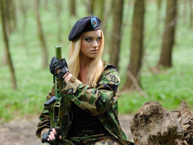 Пикап секс девушки в военной форме