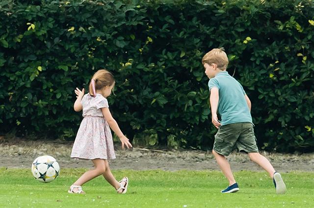 Летний фестиваль и игры на свежем воздухе: как принц Джордж и принцесса Шарлотта провели выходной день Монархии