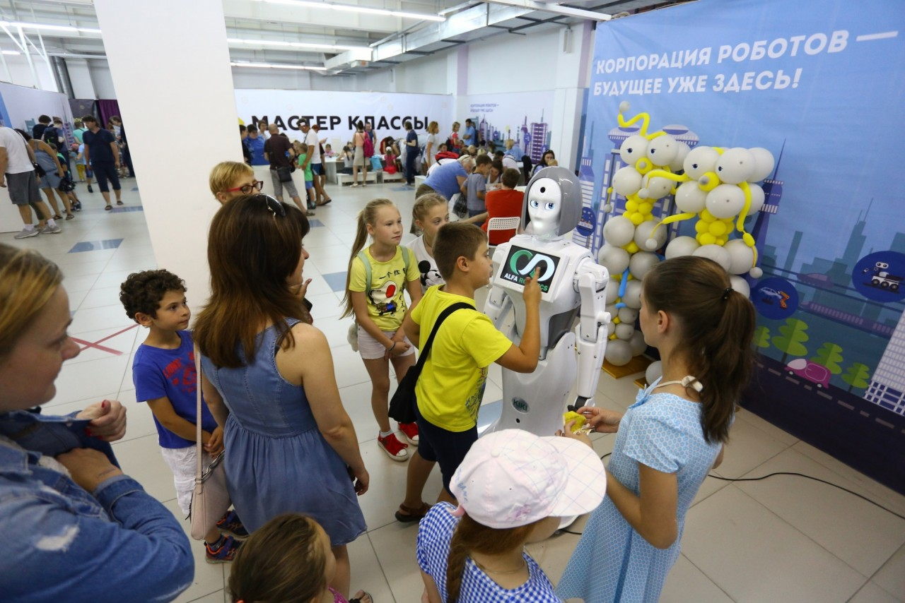 Роботы со всего мира съехались в Севастополь