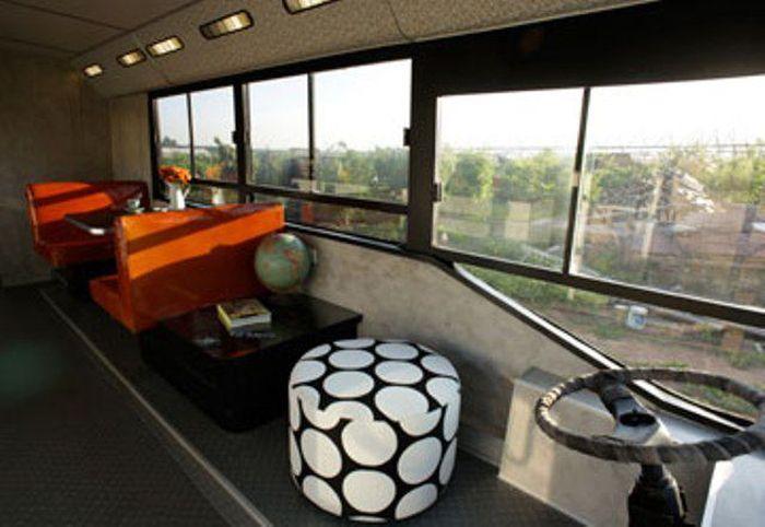 Место водителя в доме на колесах, созданного из муниципального автобуса.   Фото: imagenesvariadasde.blogspot.com.