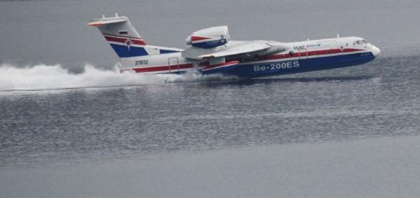 Скорость машины при наборе воды составляет порядка 180-200 км/ч