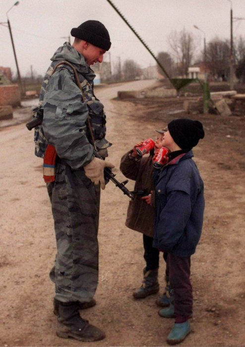 Пригород Грозного, март 1996 года.