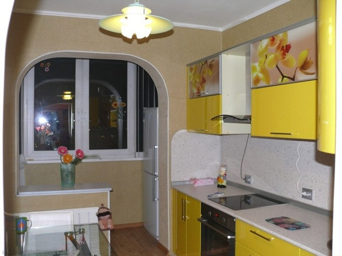 Оригинальный светильник на кухне.