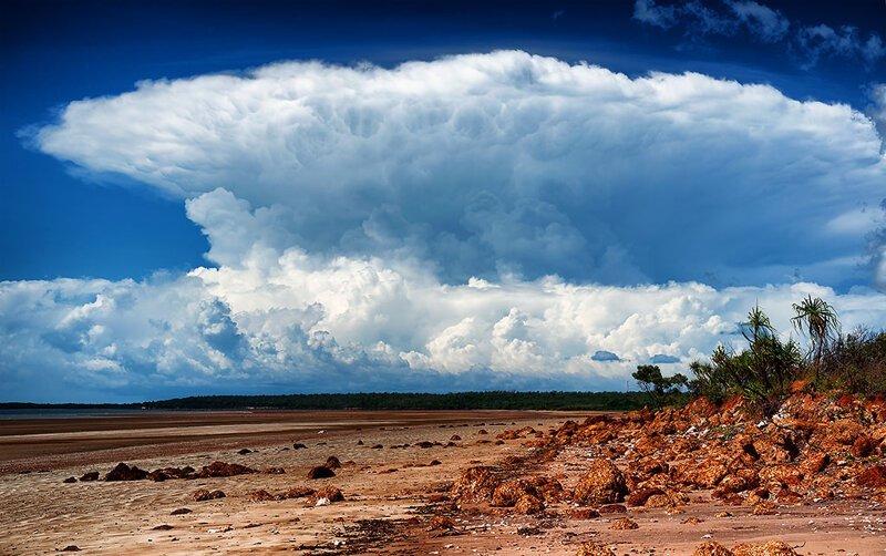 2. Грозовое облако не перестает каждый день появляться над островом в Австралии в мире, загадки, интересно, исторические события, история, странные вещи, тайны, факты