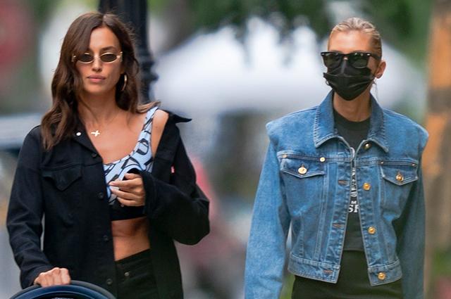 Ирина Шейк с дочерью Леей и подругой Стеллой Максвелл на прогулке в Нью-Йорке