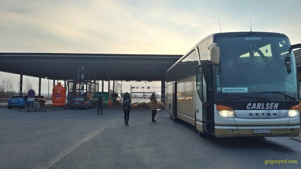 Пограничники «развернули» автобус с белорусами на границе с Украиной