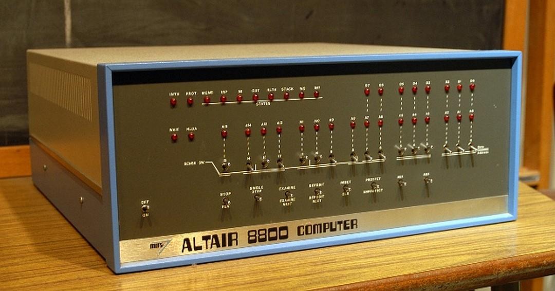 А вот такой Альтаир-8800 без клавиатуры и экрана