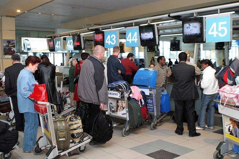 Ответ находчивой служащей грубияну рассмешил весь аэропорт