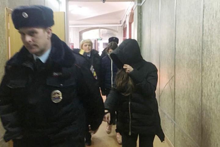 В Домодедово задержали двух женщин, которые пытались продать 18-летнюю россиянку в секс-рабство