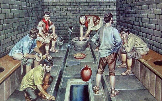Чем люди пользовались до изобретения туалетной бумаги