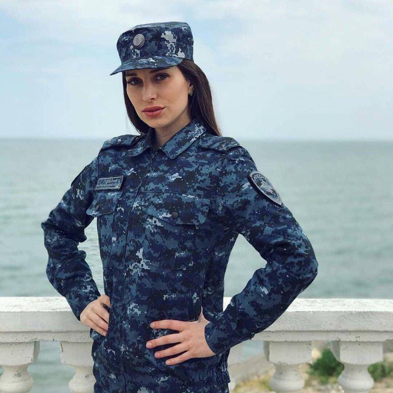 На берегу Каспийского моря девушки, девушки в форме, когда идёт форму, пост о девушках, униформа, форма