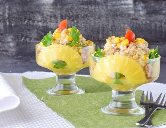 Салат с курицей в стакане