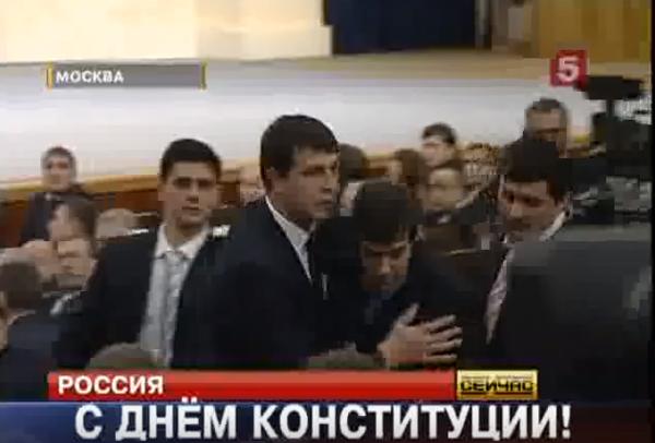 Охранники Медведева повязали молодого парня за правду сказанную в лицо