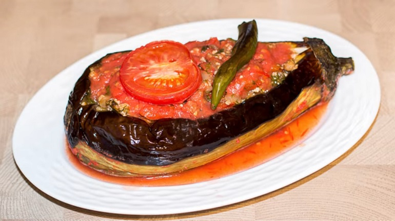 Изумительные баклажаны с мясным фаршем и овощами: запекаем в духовке